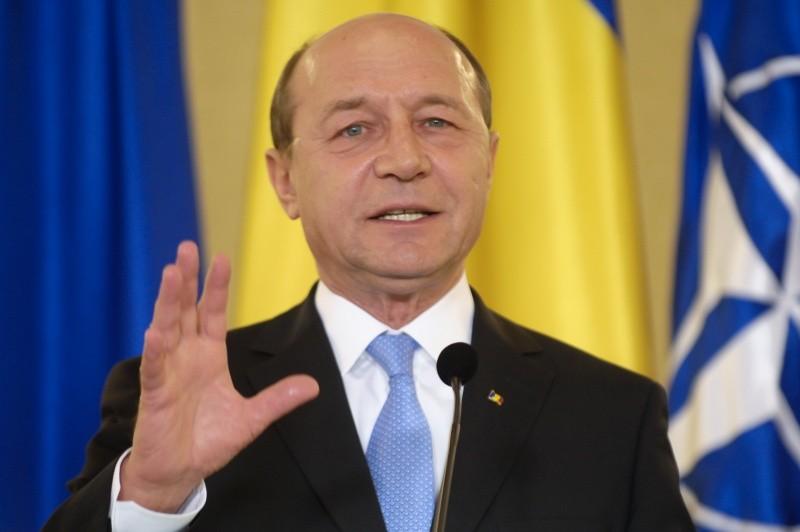 Scandal pe Facebook din partea fostului preşedinte Traian Băsescu 3