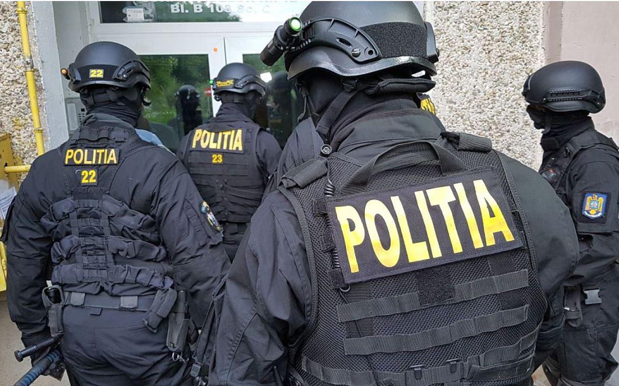 Politia a RIDICAT un MILION de euro, ascunsi in GALETI, in birourile sefilor de la Permise