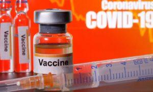 """Mai multi asistenti si medici au fost """"vaccinati"""" cu ser fiziologic, in loc de ser anti-Covid"""
